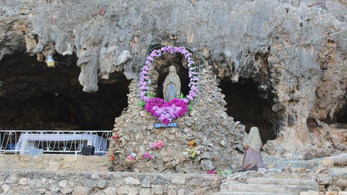 Lourdes-grotto-in-Aruba