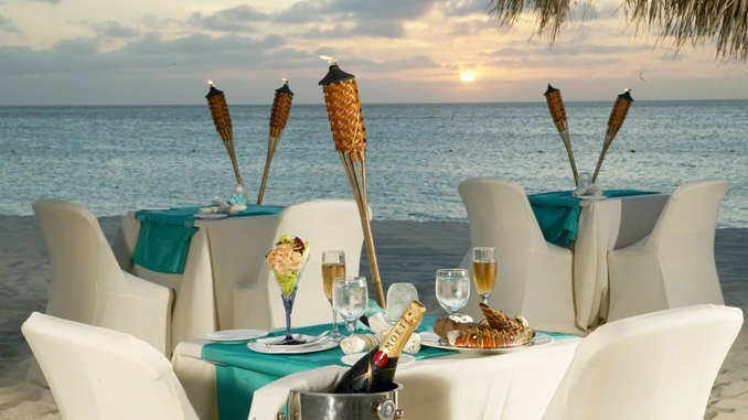 beachside dining in Aruba